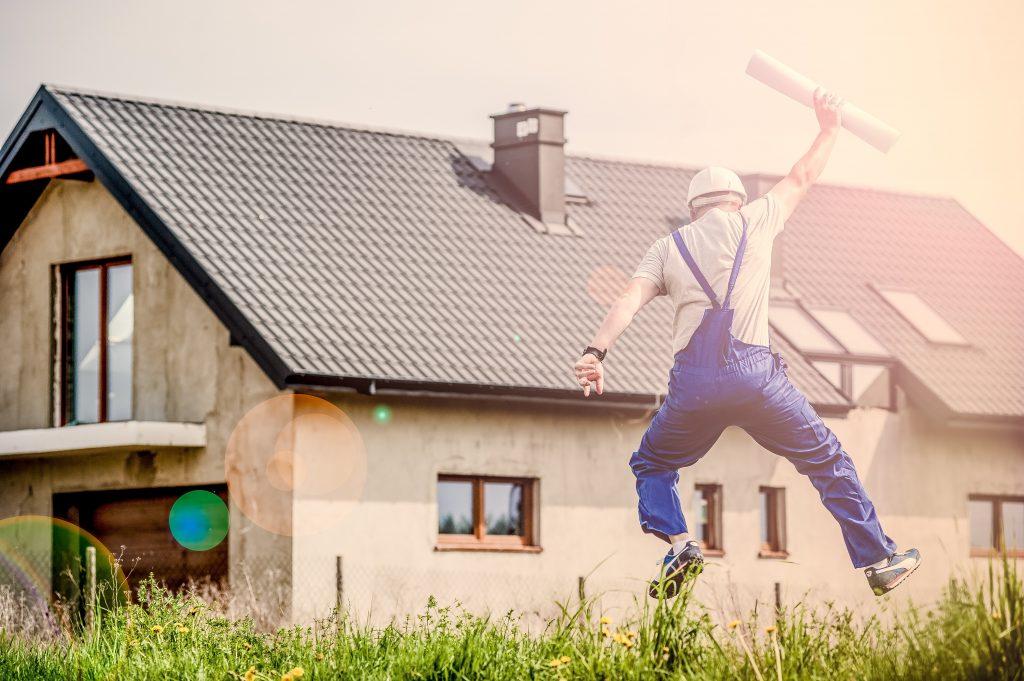 proporiétaire à la fin de la constuction d'une maison